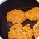 Couscous-Bratlinge anbraten