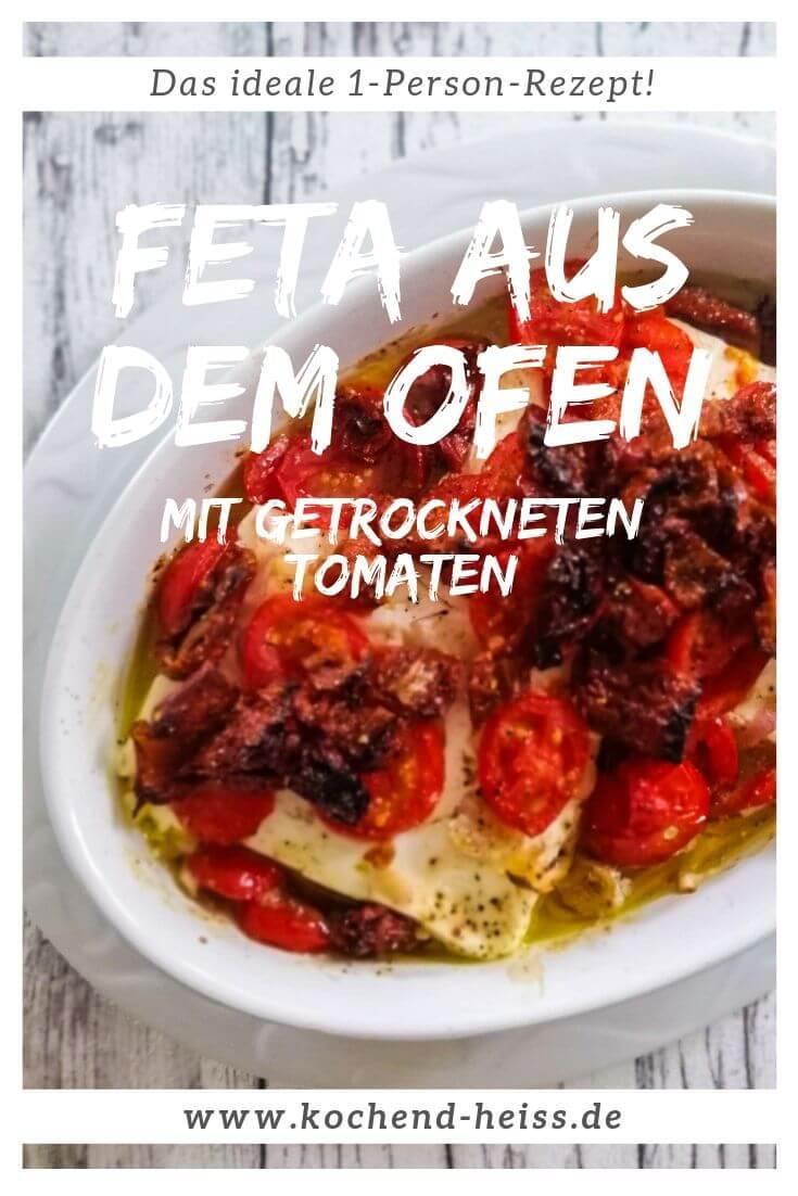 Feta aus dem Ofen mit Tomaten in einer Auflaufform